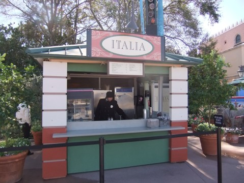 Temporary food kiosk in Italy