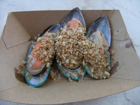 Steamed Green Lip Mussels with Garlic Butter & Toasted Bread Crumbs